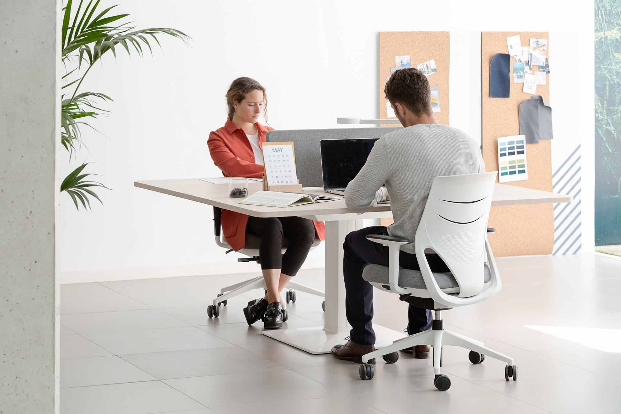 desk power operative executive tables efit chair white comfort technology mobility design height adjustable workstation workplace dual communication excellence masof actiu